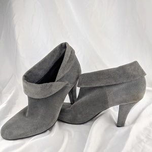 Enzo Angiolini Gray Suede Ankle Boot / Bootie 10